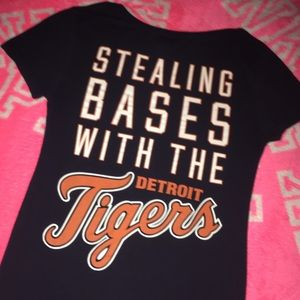 Detroit Tigers pink T-shirt